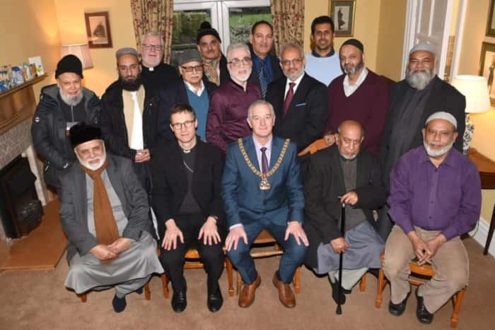 """Photo of (UK) """"I Wanted to Repay the Hospitality""""- This Bishop Invited Muslims for His Christmas Tea"""