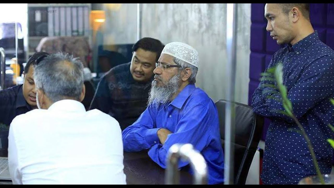 Photo of Zakir Naik to reside in Malaysia as no country is accepting him: Mahathir Mohamad