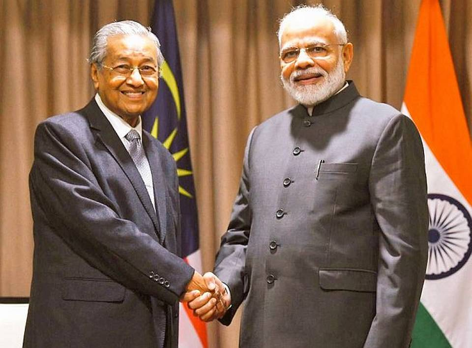 Photo of PM Modi with Mahathir Mohamad, raises the issue of Zakir Naik: Will Dr. Mahathir change his mind now?