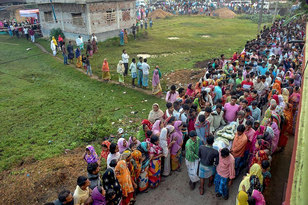 Photo of Killing of Bengali Workers in J&K کشمیر میں جہاد کے نام پر بنگالی مسلم مزدوروں کا قتل: اب کسی کو مقتولوں کا مذہب یاد نہیں آ رہا ہے؟