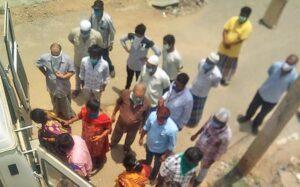 (India) Muslims help perform the last rites of Hindu man
